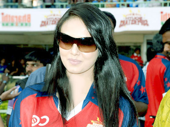 Sana Khan Height