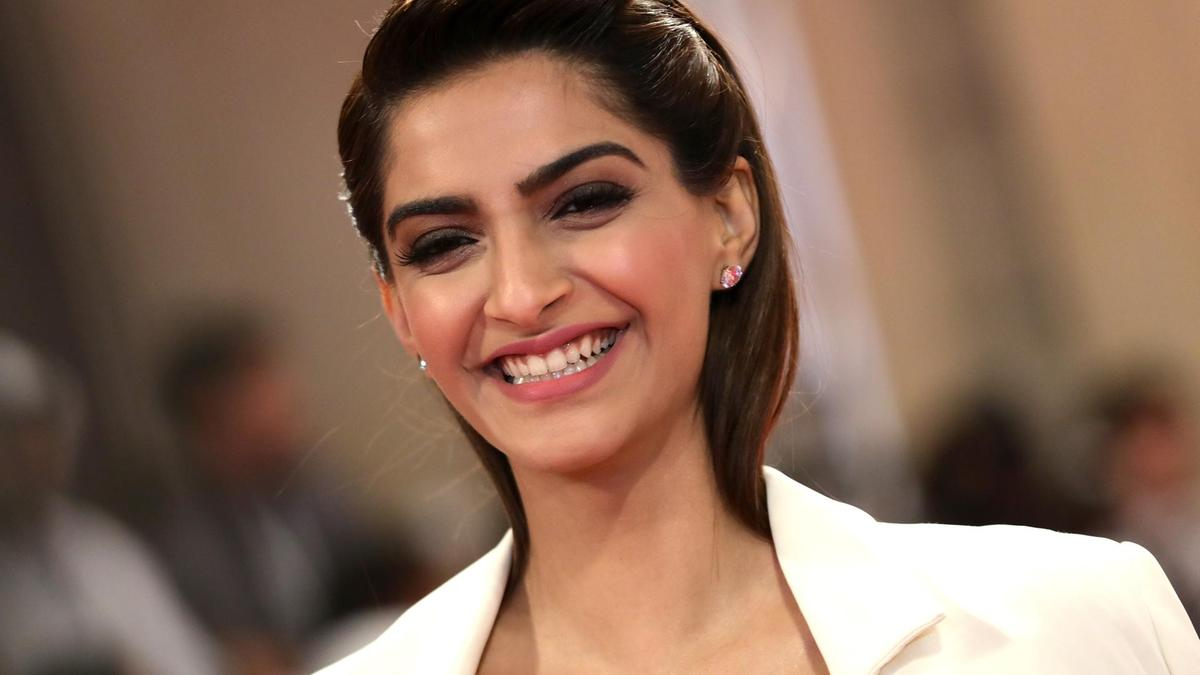Sonam kapoor height